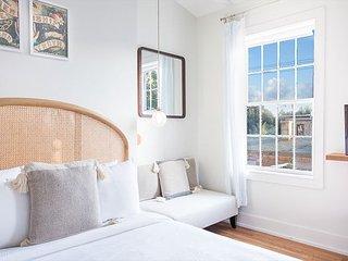 Stay Local in Savannah: Light-Filled Studio Amongst the Oak Trees, Balcony!