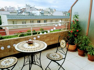 Central Provence 50s Design Penthouse with balcony and ceiling windows