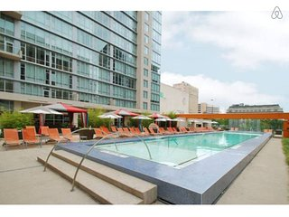 ★DowntownCenter High Rise Furnished1BR Apt+Parking