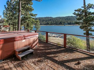 ~Fisherman's Paradise~Lakefront Oasis Cabin~Hot Tub~Pool Table~Amazing Prime Loc