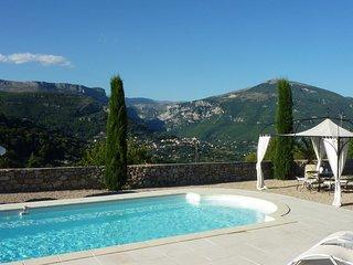 Villa avec piscine et vue panoramique sur les gorges du Loup
