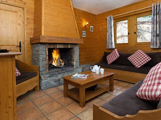 Spacious Mountain Chalet | Walk to the Centre of 3 Vallees!