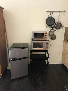 Micro, Mini refrigerator, tost-oven, pots