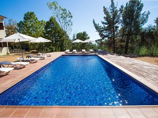 Catalunya Casas: Spacious Villa Vera up to 24 guests, a short drive to Blanes!