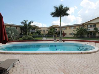 Flamingo Condo, affordable vacation in the heart of Fort Myers