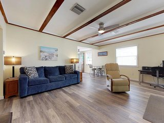 NEW LISTING! Charming, remodeled home w/full kitchen - in the heart of Sarasota