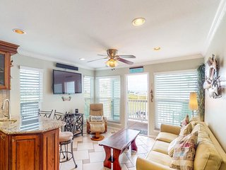 NEW LISTING! Waterfront condo w/balcony, beach access & shared pool/hot tub