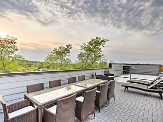 **NEW! Nashville Party Pad | Private Rooftop Deck - Only 2 Miles to Broadway!