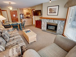 Ski-In Getaway with Access to 3 HOT TUBS, Pool, Gym, + Fitness Centre!