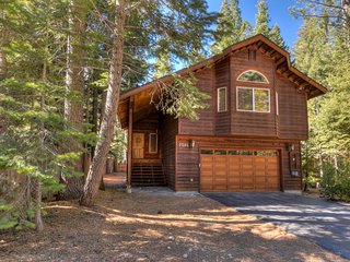 Upscale Tahoe Abode: 5 Min to Lake & Ski Resort