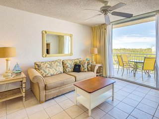 Family Friendly condo w/ shared pool & hot tub, tennis courts, & parking space