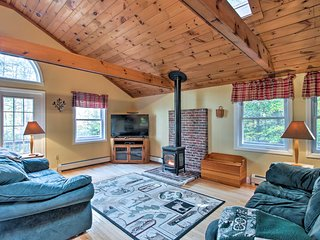 NEW! Bethel Chalet w/Hot Tub 3 Mi. to Sunday River