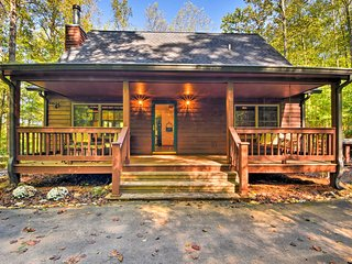 NEW! Cozy Hiawassee Cabin - 5 mins to Chatuge Lake