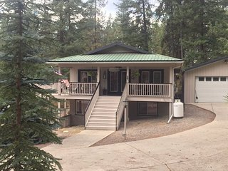 Whimsical Wanakiwin Lodge - 3 Bedrooms, Sleeps 7