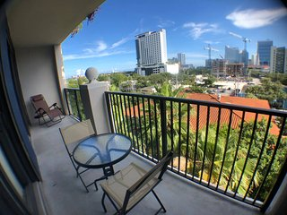 Spacious 3 Bedroom APT,Downtown View,Best location
