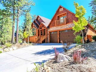 ~Heavenly Log Home~Impeccable Central Packed Chalet~Hot Tub~Pool Table~Near Both