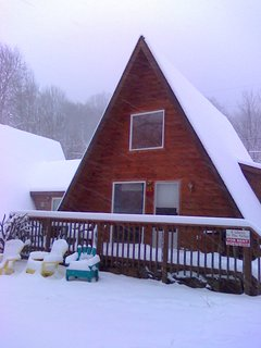 5 miles and 10 minutes from Cataloochee Ski Resort.  Kids Ski Free when staying at the Chalet!!