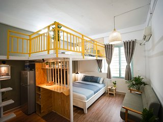 Co Fi House - Quiet loft apartment at Ben Thanh market with Saigon style.