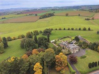 Elgar - Stunning cottage with amazing views, manicured walled garden and parklan