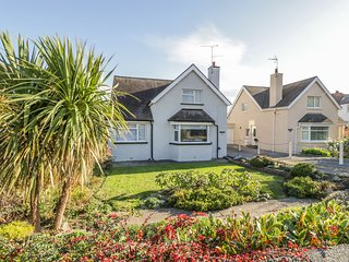 11 SEABREEZE, enclosed garden area, near Conwy