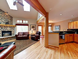 4BR Mountain Townhome with Deck & Hot Tub—Near Lake and Keystone Resort