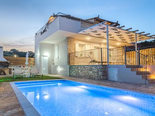 Villa Provenza - 2 Bedroom Villa with Private Swimming Pool