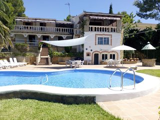 Villa Nova, w/ beautiful pool and Sea View