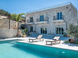Villa Masseria/Luxury, heated pool, contemporary design, awesome sea view