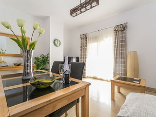 Modern, spacious 2 bed, 2 bath apartment. FREE wifi. English TV. Air Con. Pool.