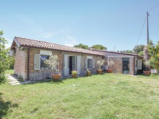 2 bedroom Villa in Castel di Mezzo, The Marches, Italy : ref 5682331