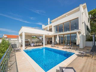 Luxury Villa Jasmin with Pool