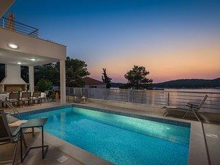 Luxury Villa Natali with Pool