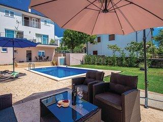 2 bedroom Villa in Smrika, Primorsko-Goranska Zupanija, Croatia : ref 5682432