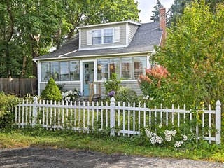 Old Saybrook Cottage w/Fire Pit - Walk to Beach!