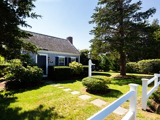Quintessential Cape Cottage Just Steps to the Water!
