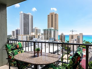 NEW REMODEL/OCEAN VIEWS/NEW CENTRAL A/C/spotless/ 2 Blocks to Waikiki Beach