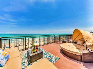 KING/ROMANTIC/DAYBED CANOPY/300SQFT SUNDECK TERRACE/FIREPLACE/RENOVATED/SLEEPS4