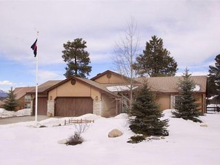 NEW LISTING! Cozy, centrally-located house w/hot tub near lake, river & town
