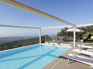 Villa Infinito - Superb villa with infinity pool and tennis court