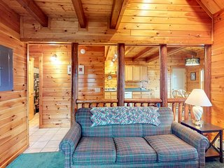 NEW LISTING! Log cabin w/deck & shared pool/hot tub-near Moosehead Lake