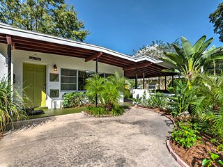 NEW! Lakefront Florida Home 10 Miles from Orlando!