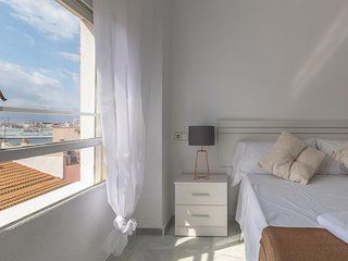 Spacious apartment a short walk away (195 m) from the 'Playa de La Malagueta' in