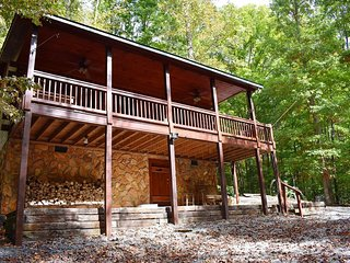 THE CARDINAL'S NEST - 3 BR/1.5 BA, Sleeps 4, Fireplace, Fire-Pit, Hot Tub