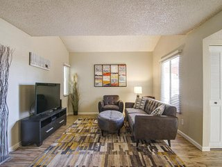 Great location, Charming 3 Bedroom, 2 Bath Townhouse in Scottsdale, AZ.