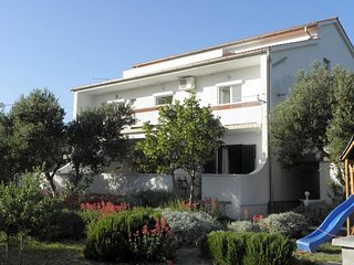 Barbat Apartment Sleeps 3 with Air Con - 5478297