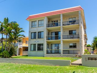 Enjoy the sea breezes from the balcony - Boyd St, Woorim