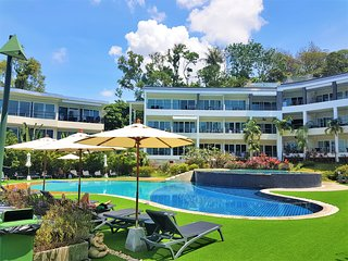 Karon Butterfly - Stunning 120sqm seaview apartment with amazing swimming pool