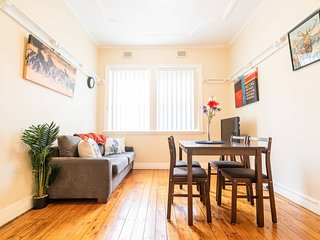2 BR Unit Near Sydney Harbour Bridge NYE FIREWORKS