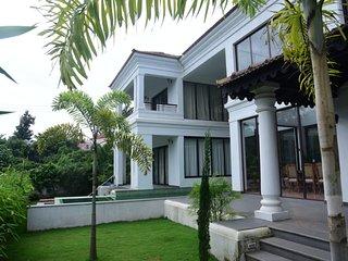Athas--Classic ENGLISH, 4 bed Villa, 5min beach