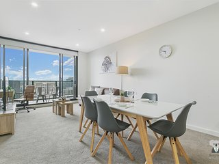 Parramatta CBD Luxury NEW 2 Bed APT + FREE Parking